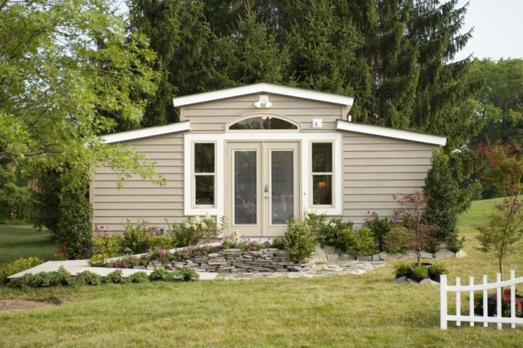 n2care-medcottage-exterior4-via-smallhousebliss